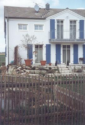Adelschlag zwerchgiebel mit balkon for Modernes jurahaus